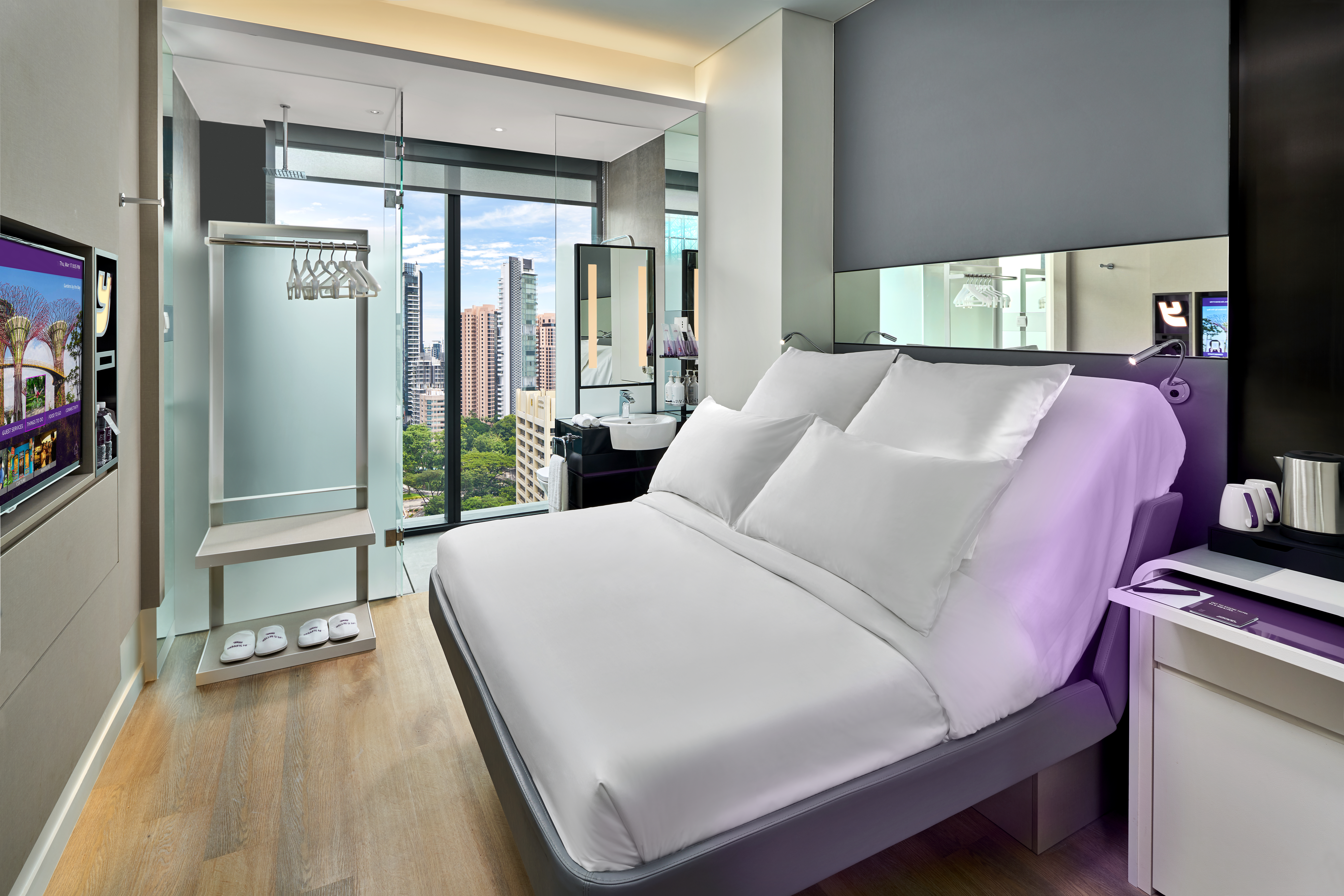YOTEL - Queen with View Cabin