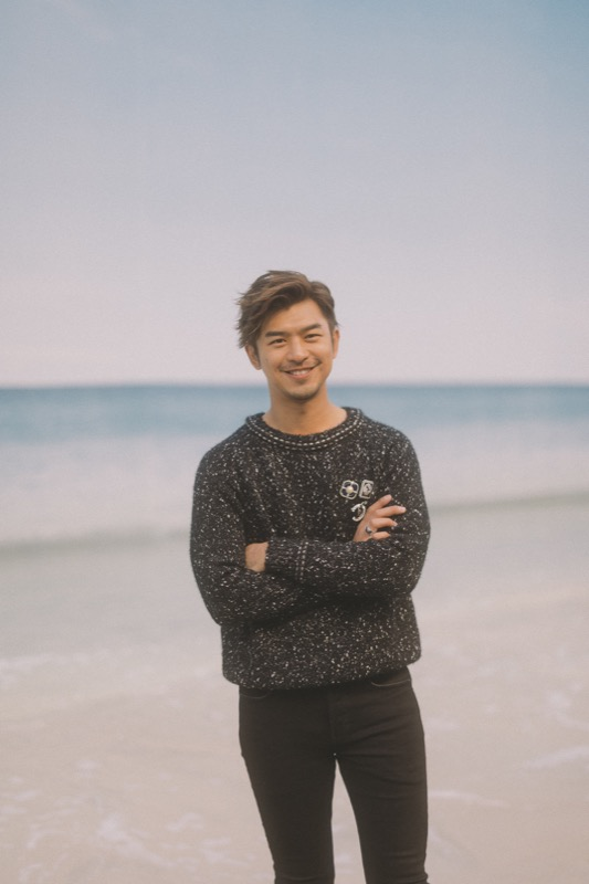 The Taiwanese actor, BO-LIN CHEN, wore a grey sweater, from the Fall/Winter 2018/19 Ready-to-Wear collection. CHANEL accessories. CHANEL Fine Jewellery, Coco Crush ring in 18K white gold & Coco Crush ring in 18K white gold and diamonds