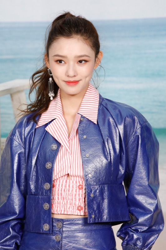 Jelly Lin, CHANEL Ambassador, wore metallic blue pants & top & pinkblouse, look 49, from the Cruise 2019 Ready-to-Wear collection. CHANELbag & accessories.