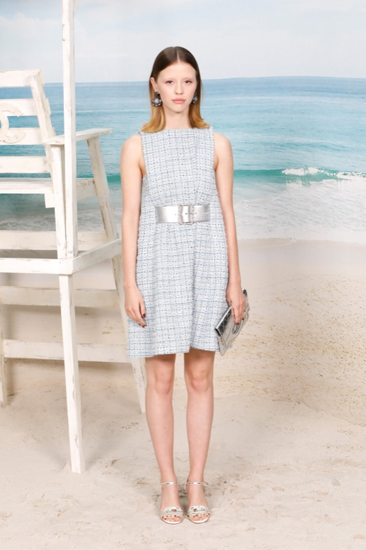 The English actress, MIA GOTH, wore a light blue tweed dress, look 29, from the Cruise 2019 Ready-to-Wear collection. CHANEL Makeup