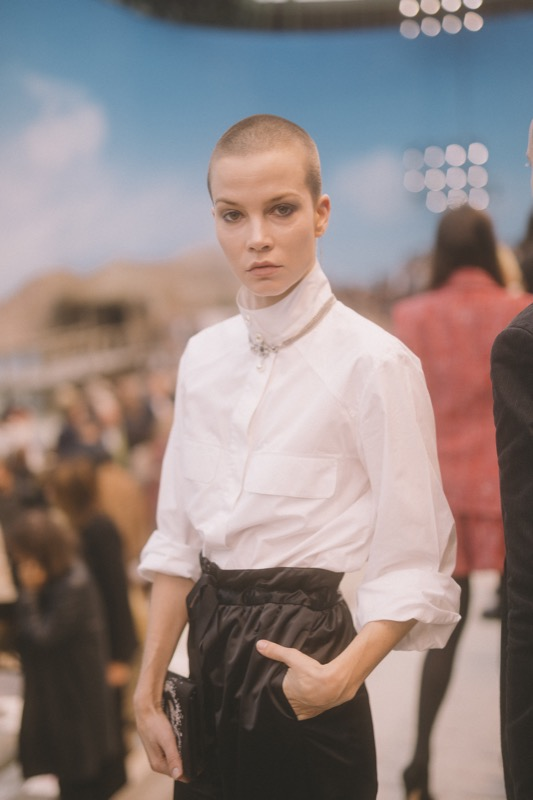 The Dutch actress, SYLVIA HOEKS, wore a white blouse & black pants,from the Spring-Summer 2019 Act 1 Ready-to-Wear collection. CHANEL shoes & bag.