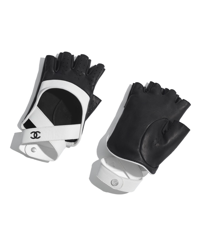 Fingerless gloves in black and white leather