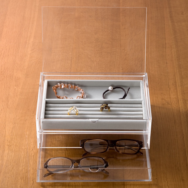 Large Acrylic Case with Inner Velour Set ($48)
