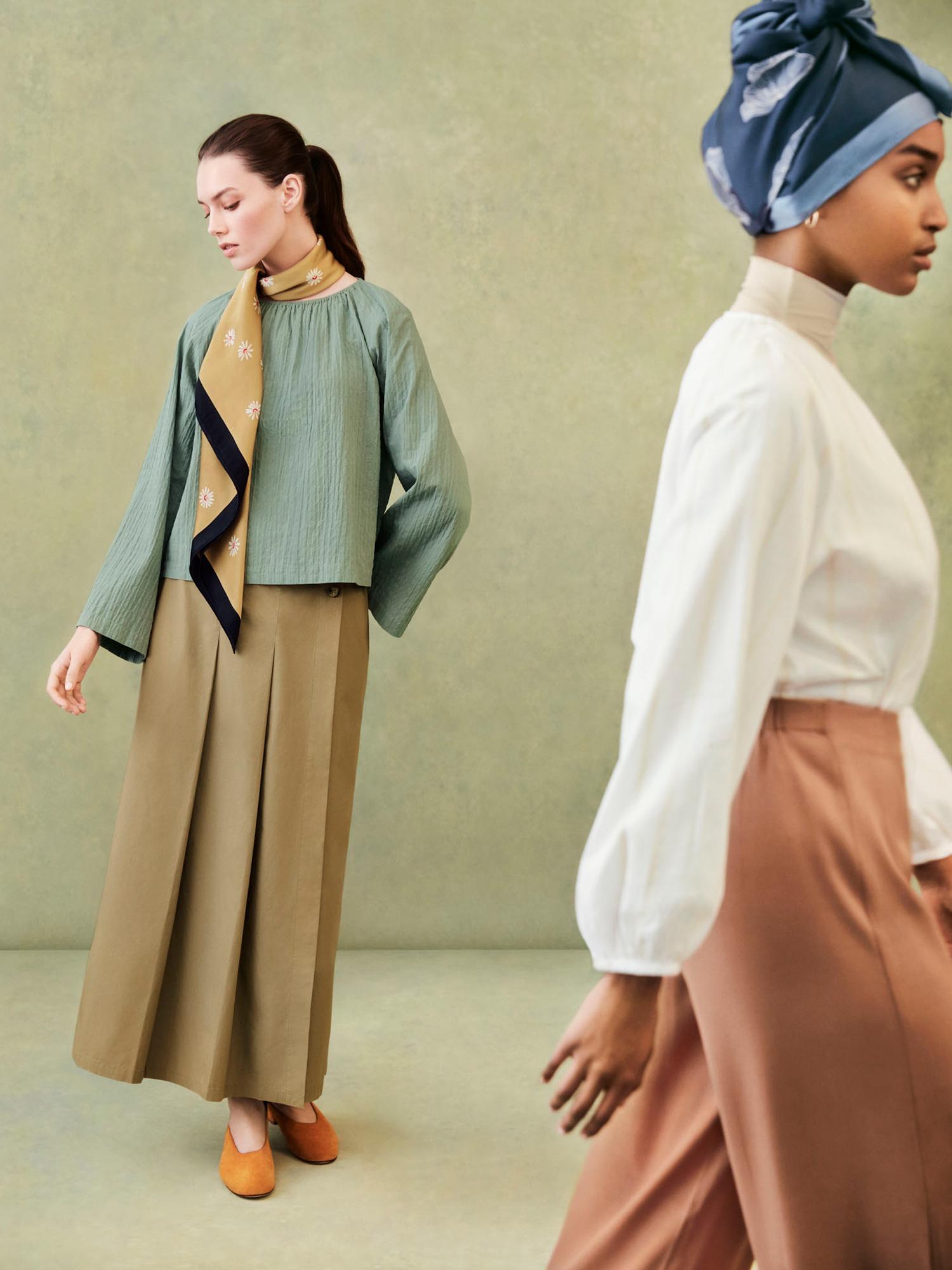 Model on left: W's HPJ Square print stole + W's HPJ Shearing gather L/S blouse + W's HPJ Tuck flare long skirt