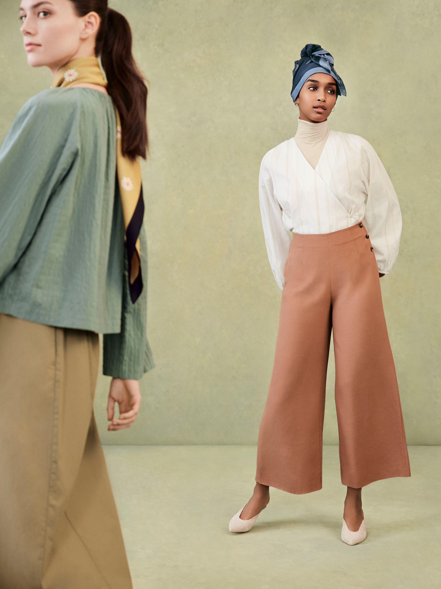 Model on right: W's HPJ Square print stole + W's HPJ Cache coeur striped L/S blouse + W's HPJ Rayon relaxed wide ankle pants