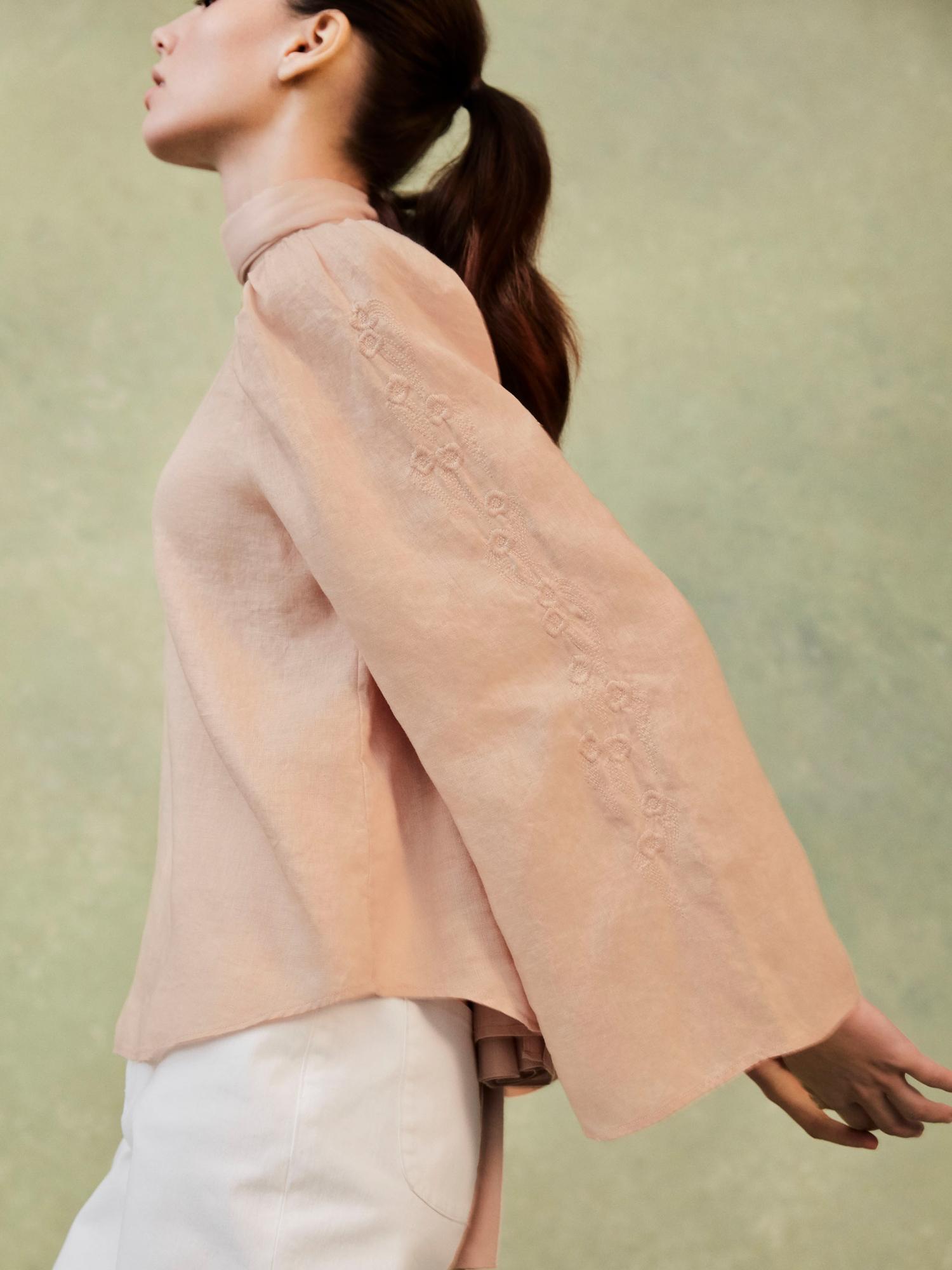 W's HPJ Stole + W's HPJ Premium linen embroidery L/S blouse + W's HPJ Color tapered ankle pants