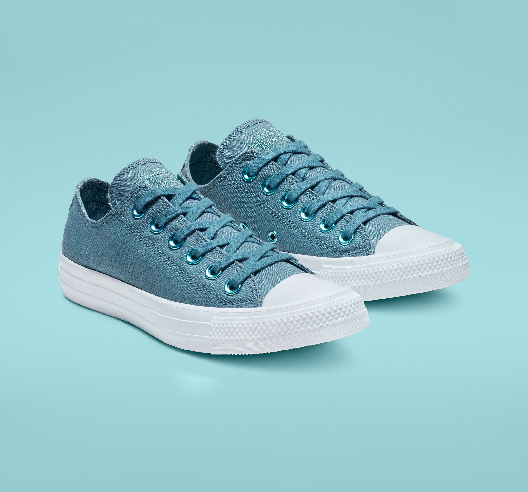 Chuck Taylor All Stars Hearts Low Top in Celestial Teal/Teal Tint/White
