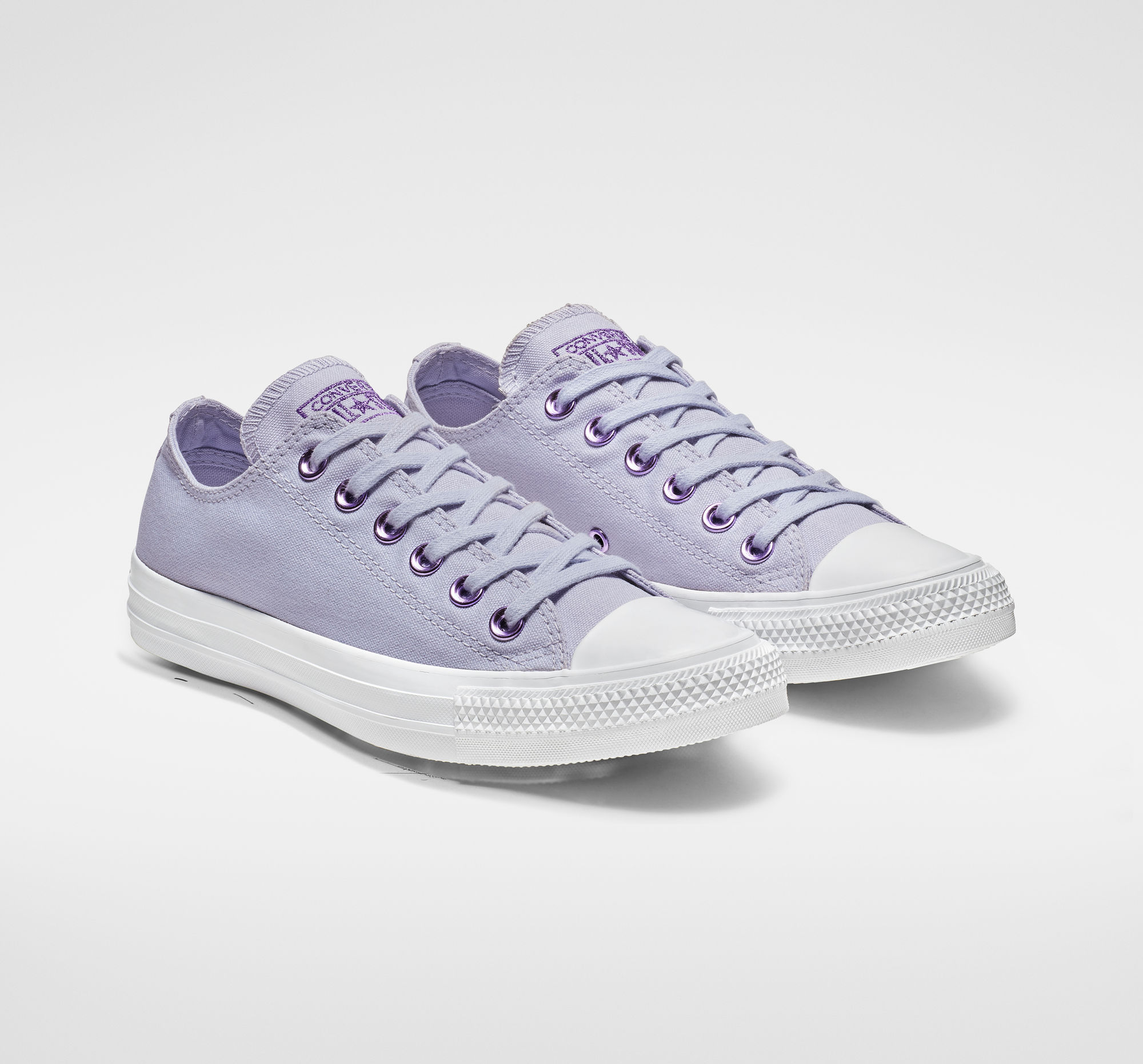 Chuck Taylor All Stars Hearts Low Top in Oxygen Purple/Washed Lilac