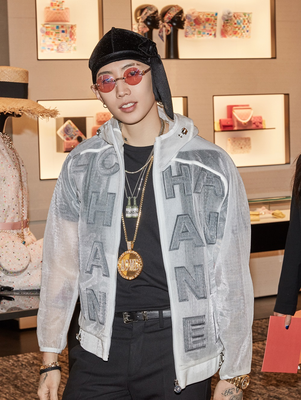 Jay Park wore a white mesh blouson (look 88 from the Spring-Summer 2019 Act 1 Ready-to-Wear collection) and CHANEL shoes.