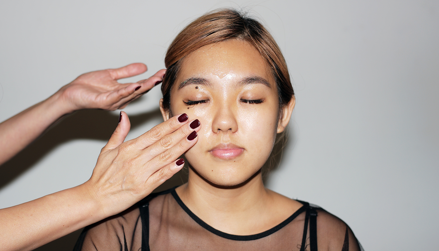 1. Start by applying Génifique evenly all over the face