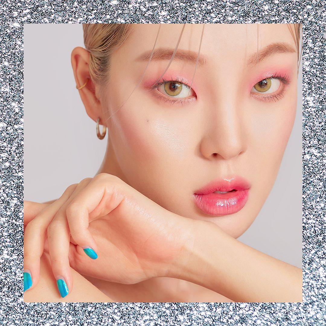 Face: Black Cushion | Eyes: Eyeshadow Palette Glam Dream shade and WONDER Pearl Liquid Lip in #190 Bubblegum Pink | Lips: WONDER Pearl Liquid Lip in #414 Lady May and #190 Bubblegum Pink